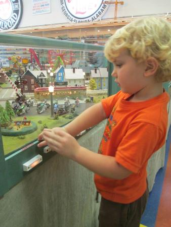 Naples Depot Museum : Making the Merry go round work
