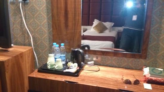 Royal Dyar Hotel : الحجرة من الداخل