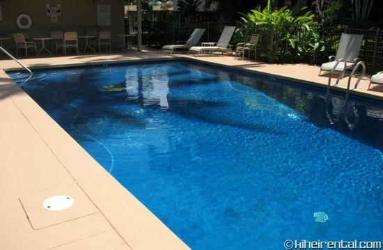 Kalama Terrace Condominiums : Relaxing and peaceful pool area with swaying palm trees overhead.