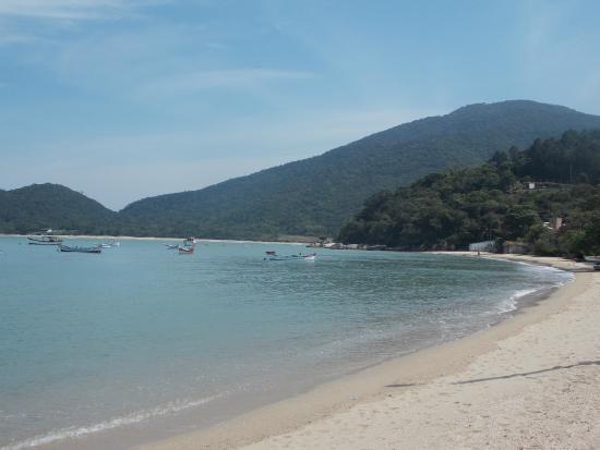Baia Dos Golfinhos Beach: Praia bem calma e limpa...