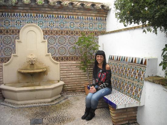 Foto de eurostars conquistador c rdoba fuente en el - Fuentes de patio ...