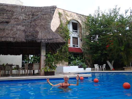 Hotel Plaza Caribe: garden pool 100 feet from the busy ADO bus station in downtown Cancun