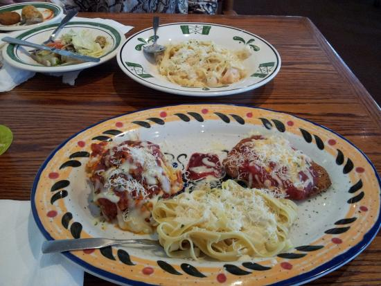 Photo of Italian Restaurant Olive Garden at 10144 Philips Hwy, Jacksonville, FL 32256, United States