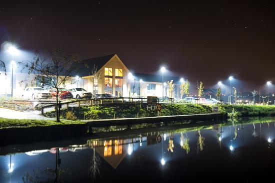 Mercia Marina Lodges: The car park at night.