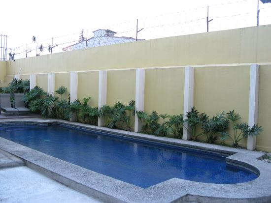 Taranova-Villas Palmas: The pool, washing machines outside behind the pool