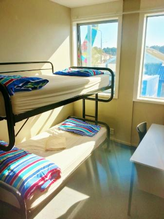 Point Break Backpackers: 2 bed dorm with shared facilites