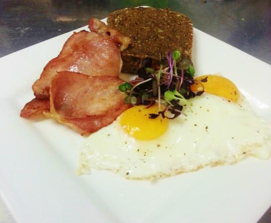 Point Break Backpackers: Cafe - Bacon and Eggs on Toast