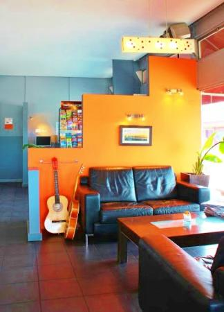 Point Break Backpackers: Cafe/reception area