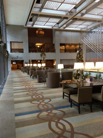 lobby picture of sheraton kansas city hotel at crown. Black Bedroom Furniture Sets. Home Design Ideas