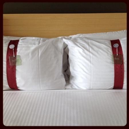 Holiday Inn Melbourne Airport: Choose a soft or firm pillow.