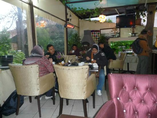 Sultanahmet Park Hotel: having breakfast