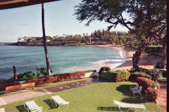 Napili Surf Beach Resort: Beach view from unit 201 lanai