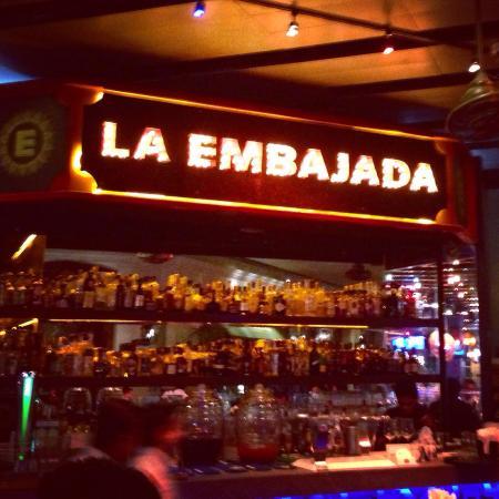 La Embajada: Enjoyable location for low key, festive dinner!