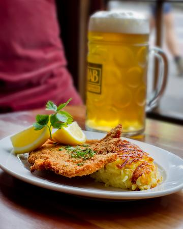 schnitzel and beer picture of essen restaurant sydney tripadvisor. Black Bedroom Furniture Sets. Home Design Ideas