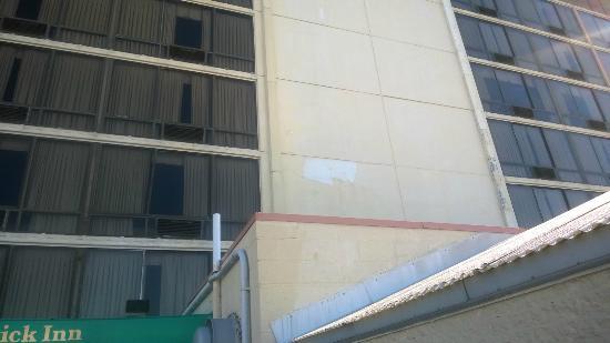 Fenwick Inn: Outside of bldg. peeling paint