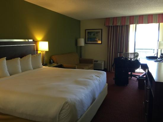 DoubleTree by Hilton Hotel and Executive Meeting Center Palm Beach Gardens: Decent Size King room with Balcony