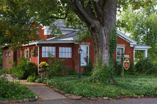 photo0.jpg - Picture of Apple Tree Inn, Brockport ...