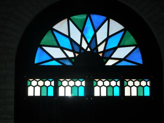 Bait Al-Baranda: Stained glass