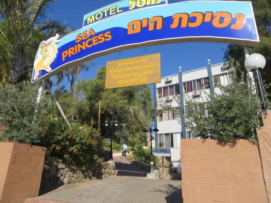 Sea Princess Motel: Motel from the street