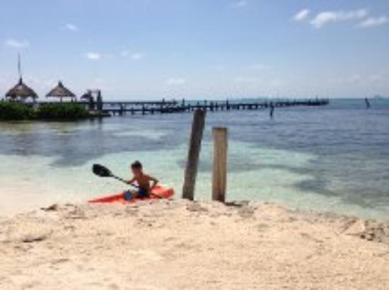 Casa Bonita and Villas: Kayaking in the calm water.