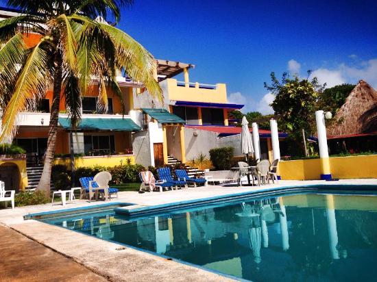 Casa Bonita and Villas: Perfect poolside setting