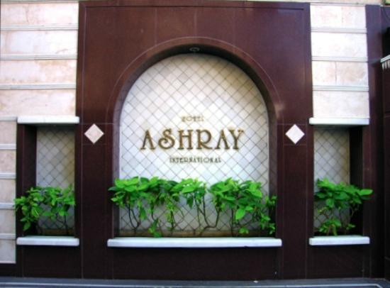 Hotel Ashray International: Entrance