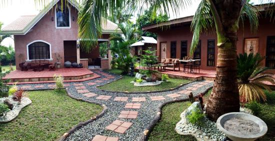 Bognot Lodge : Alvin Bognot Mt Pinatubo Guesthouse and Tours: Garden