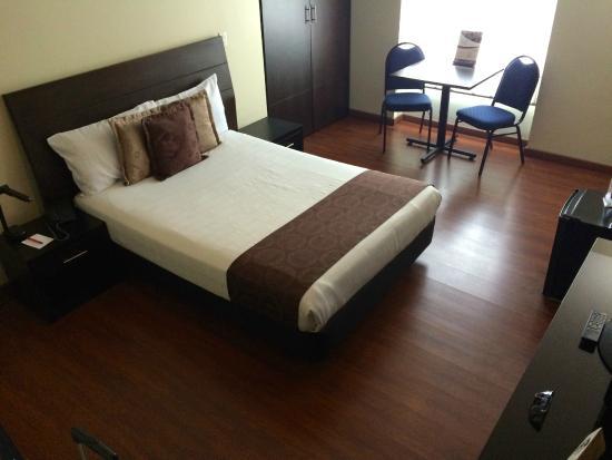 Hotel Santa Barbara Real: nice bed