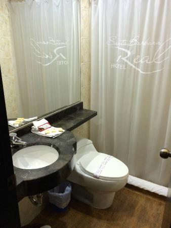 Hotel Santa Barbara Real: bathroom small but very clean