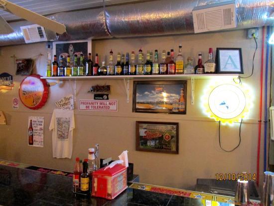 Mikey's On The Bayou: Bar