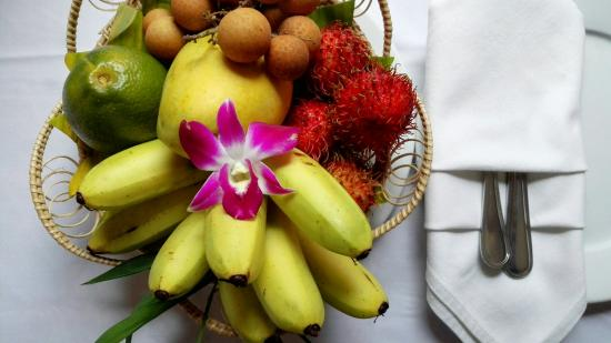 Cheathata Angkor Hotel: A fruits set up in room.