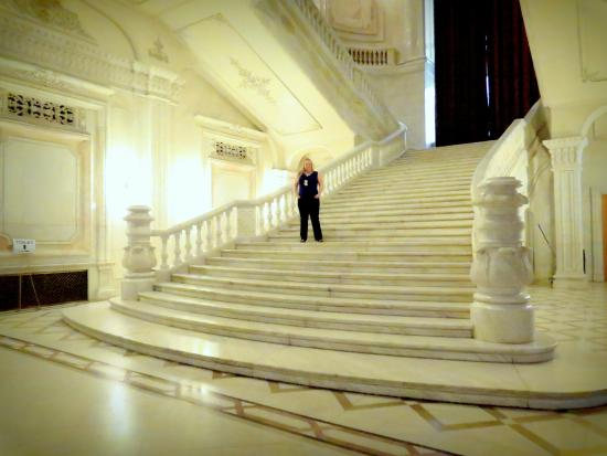 foto de palace of parliament bucarest grand escalier de marbre tripadvisor. Black Bedroom Furniture Sets. Home Design Ideas