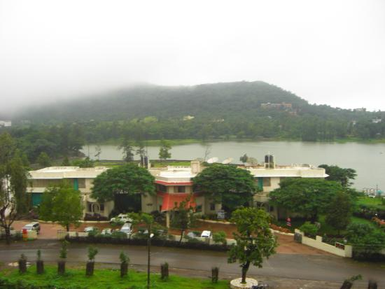 Savshanti Lake Resort: hotel view