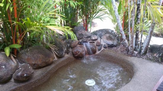 odd pond spa outdoor bath picture of eco village. Black Bedroom Furniture Sets. Home Design Ideas