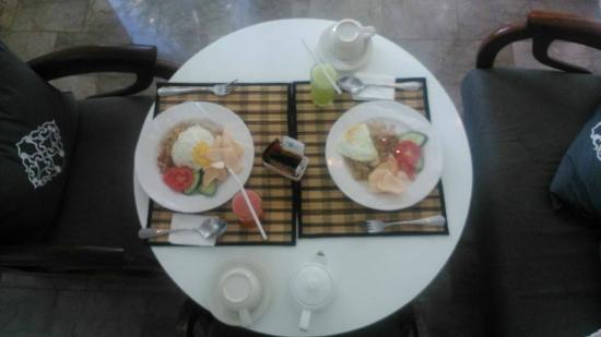 Astana Batubelig Villas : Indonesian breakfast.