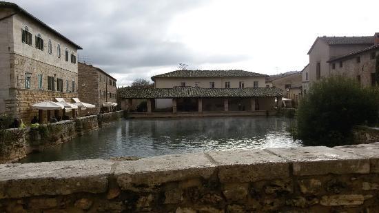 terme bagno vignoni la piscina termale scenario di diversi film
