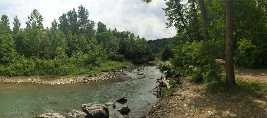 Sugar Creek Glen Campground: One of the creeks