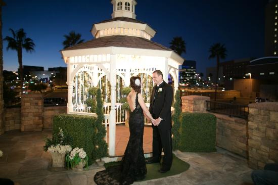 Gazebo at sunset picture of vegas wedding chapel las for Best wedding chapels in vegas