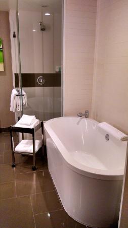 Amazing soaking tub