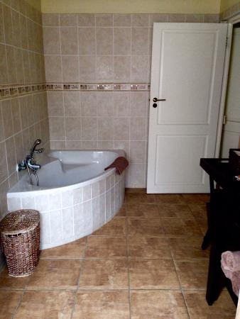 "Avalone Guest House: Bathroom ""Summer"""