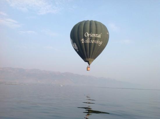 Oriental Ballooning - Inle Lake