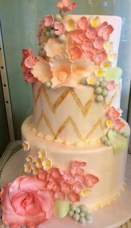 Wedding Cake Avec Fleurs En Sucre Picture Of Leschi S Aix En