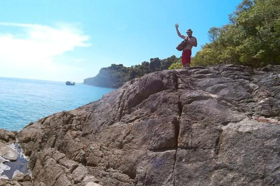 Koh Wai Pakarang Resort: скалы с голубыми крабами