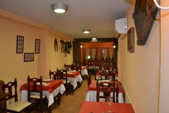 Bar - Restaurante Casa Toñi: Nuestro salón comedor