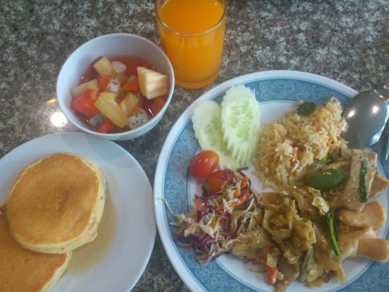 Royal Palace Hotel: Завтрак.