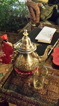 Riad Amina: Mint tea