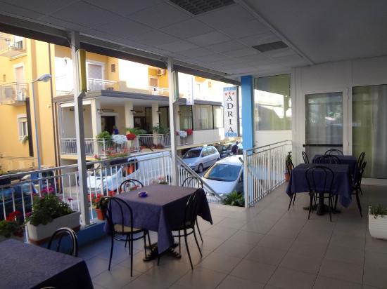 Hotel Adria Mare: Терраса отеля
