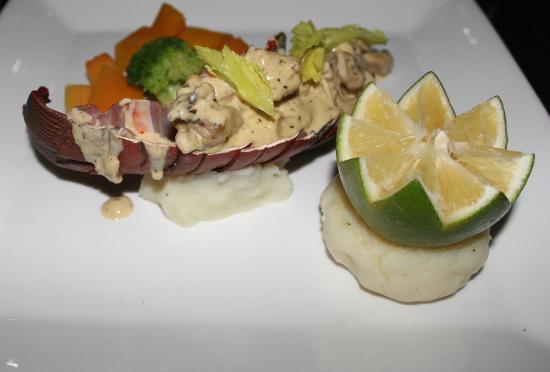 Tadrai Island Resort: Lobster for dinner the first evening!