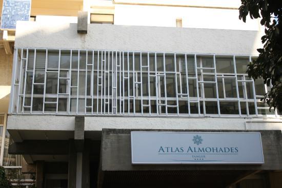 Atlas les Almohades Tanger: Frente del hotel.