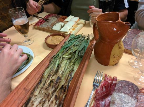 Restaurant Can Manel : Calçots y tablas de embutidos y quesos
